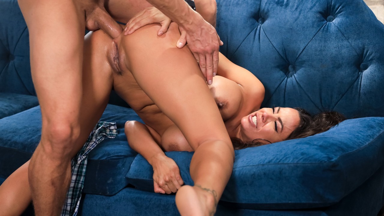 [Brazzers] Luna Star – Red Flags